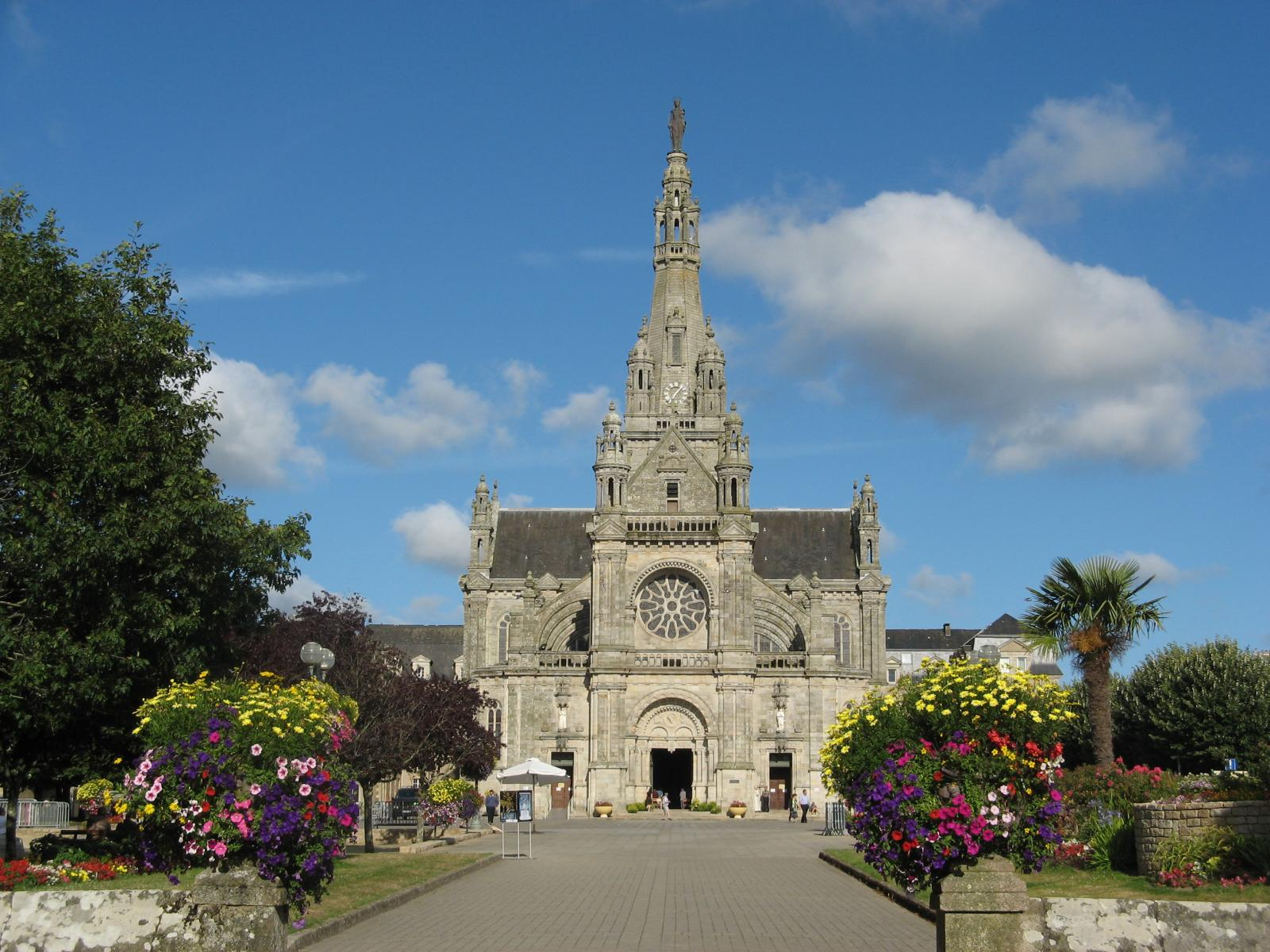 basilique-ste-anne-d-auray-sainte-anne-d-auray-1350475654