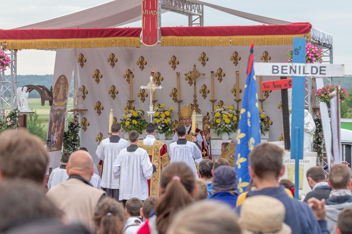 Pèlerinage de Pentecôte 2019 : la messe pontificale de la Pentecôte